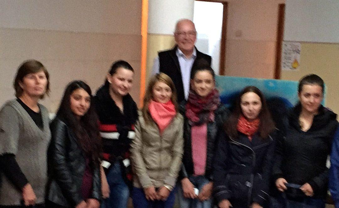Ontmoeting studenten en lokale stichting Roemenië